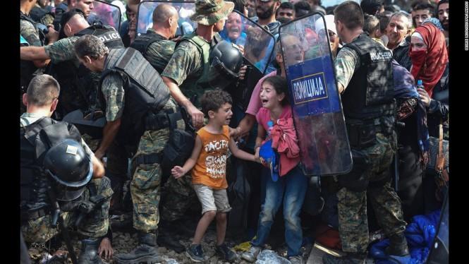 enfants pleurent réfugiés